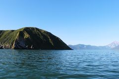 Starichkov海岛看法堪察加半岛,俄罗斯 库存照片