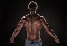 Stark idrotts- mankonditionmodell fotografering för bildbyråer