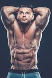 Stark idrotts- mankonditionmodell Torso som visar sex packeabs Är royaltyfria foton