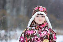 stark liten snow för fallflicka Arkivbild