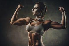 Stark sportkvinna royaltyfria bilder