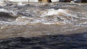 Stark ström av vatten stock video