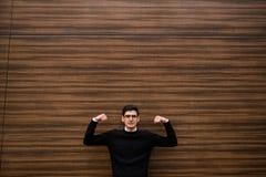 Stark styrka för man för affärslösningsstrategi royaltyfri foto
