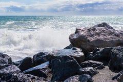 Starka vågor av havet Arkivfoto
