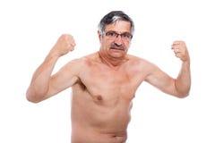 Starke Aufstellung des älteren Mannes Stockfotos