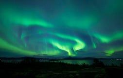 Starke Aurora über nightsky Stockfotos