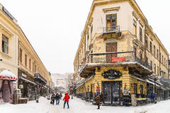 Starke Blizzard-Sturm-Bedeckung im Schnee das Stadtzentrum von Bukarest-Stadt Stockbilder