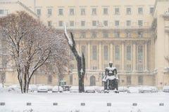 Starke Blizzard-Sturm-Bedeckung im Schnee das Stadtzentrum von Bukarest-Stadt Stockfotos