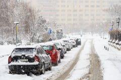 Starke Blizzard-Sturm-Bedeckung im Schnee das Stadtzentrum von Bukarest-Stadt Lizenzfreies Stockfoto