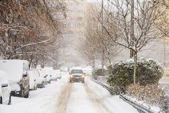 Starke Blizzard-Sturm-Bedeckung im Schnee das Stadtzentrum von Bukarest-Stadt Lizenzfreies Stockbild