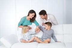 Starke Familienbeziehung Stockbild