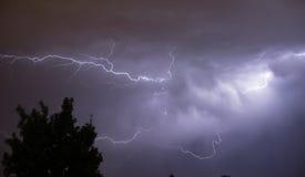 Starke Gewitter-elektrischer Sturm-Blitzschlag-Energie Stockbild