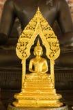 Starke Gold-Buddha-Statue Lizenzfreies Stockfoto