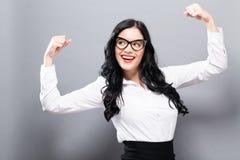Starke junge Frau stockfoto