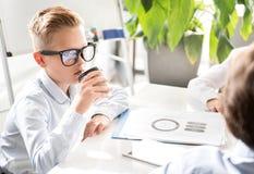 Starke Kinder bearbeiten zusammen Lizenzfreies Stockfoto