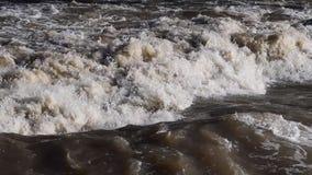 Starke Strömung des Wassers stock footage