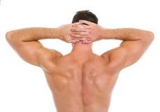Starker athletischer Mann, der muskulöse Rückseite zeigt Stockbild