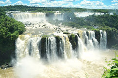 Starker breiter Wasserfall Stockfotos