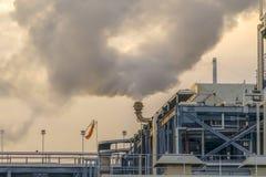 Starker Dampf strahlte vom Schornstein eines Kraftwerks in Utah-Tal aus lizenzfreies stockfoto
