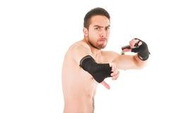 Starker Kampfkunstkämpfer, der schwarze kurze Hosen trägt Stockbilder