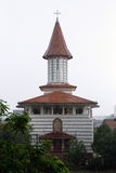 Starker Regen über Stephen die große Kirche Stockfotos