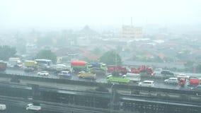 Starker Regen auf den Straßen der Hauptstadt Jakarta stock video footage