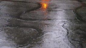 Starker Regen auf der Straße SOMMER-GEWITTER stock video