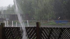 Starker Regen Hurrikan über der Stadt stock footage