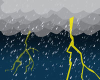 Starker Regen und Beleuchtung im bewölkten Himmel Lizenzfreies Stockbild