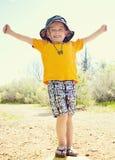 Starker und überzeugter kleiner Junge Stockfotos