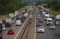 Starker Verkehr auf der Autobahn M1 stockfotografie