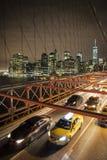 Starker Verkehr auf der Brooklyn-Brücke Stockbild
