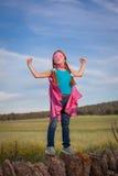 Starkes überzeugtes Mädchenkinderkonzept lizenzfreie stockfotos