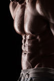 Starkes athletisches Mann-Eignungs-Modell Torso, das sechs Satz-ABS zeigt. Stockfoto