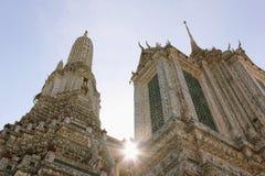 Starkes Sonnenlicht am Tempel von Dawn Wat Arun in Bangkok Thaila Stockfoto