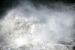 Starkt flödande vatten för abstrakt bild Royaltyfria Bilder
