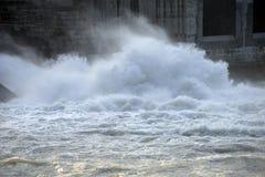 Starkt flödande vatten för abstrakt bild Royaltyfria Foton