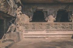 26 starożytnym 27 aurangabad jaskini rzeźbiących ellora jaskiniowego zbocza indu hinduskich blisko liczą na stałe rockowe świątyn Obraz Royalty Free