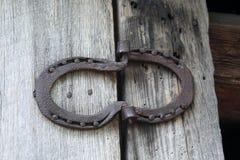 Staromodni konia buta zawiasy od czasu tęsk przyschnięty zdjęcia stock