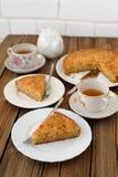Staromodny jabłczany kulebiak z czarną herbatą Fotografia Stock