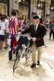 Staromodny mężczyzna w Mediolan, Włochy Fotografia Stock