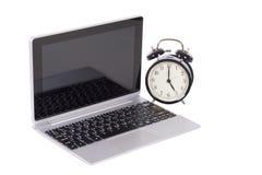 Staromodny retro budzik i laptop Obrazy Royalty Free