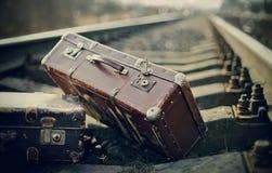 Staromodny walizki na torach szynowych Fotografia Royalty Free