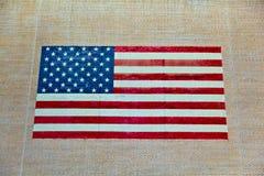 Stars as listras da American National Standard pintadas em uma parede velha do adôbe Fotografia de Stock