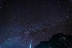 Starscape hermoso sobre la montaña Imagenes de archivo
