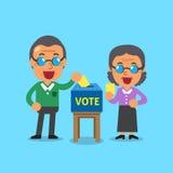 Starsi ludzie stawia głosujący papier w tajnego głosowania pudełku Zdjęcia Stock