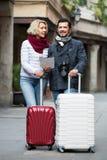 Starsi podróżnicy z miasto mapą Fotografia Royalty Free