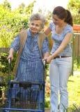 starsza chodząca kobieta Obrazy Royalty Free