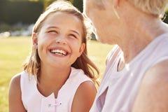 Starsza kobieta i wnuczka patrzeje each inny fotografia royalty free