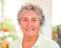 starsza kobieta ogniska oko Zdjęcia Royalty Free